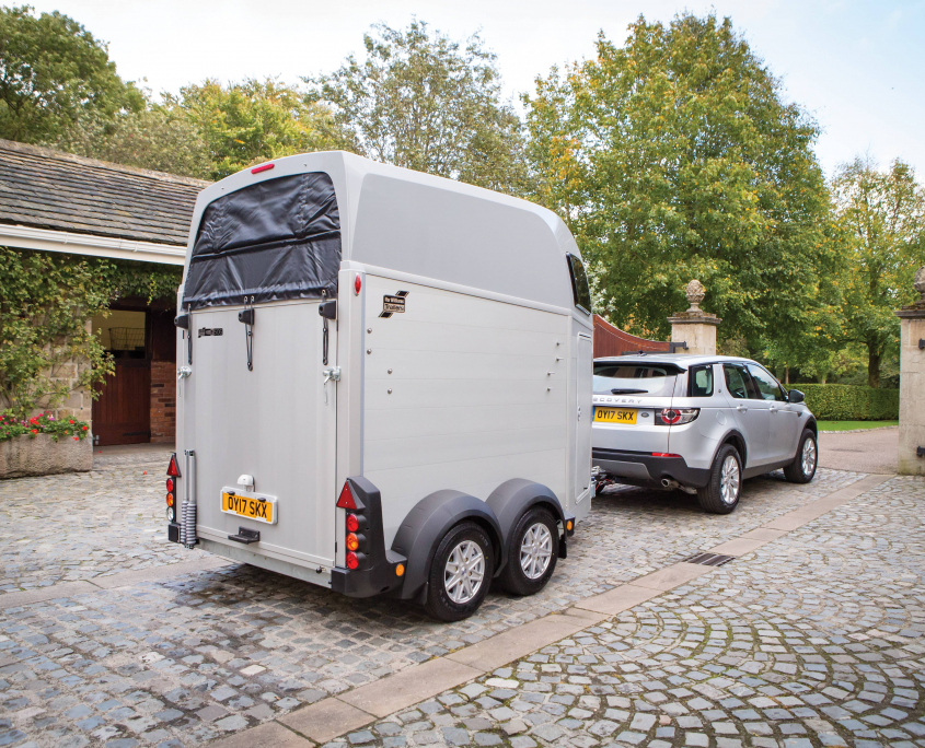 Horsebox_HBE_Siver_alloy wheels_high level brake light_Rear View_Stable yards