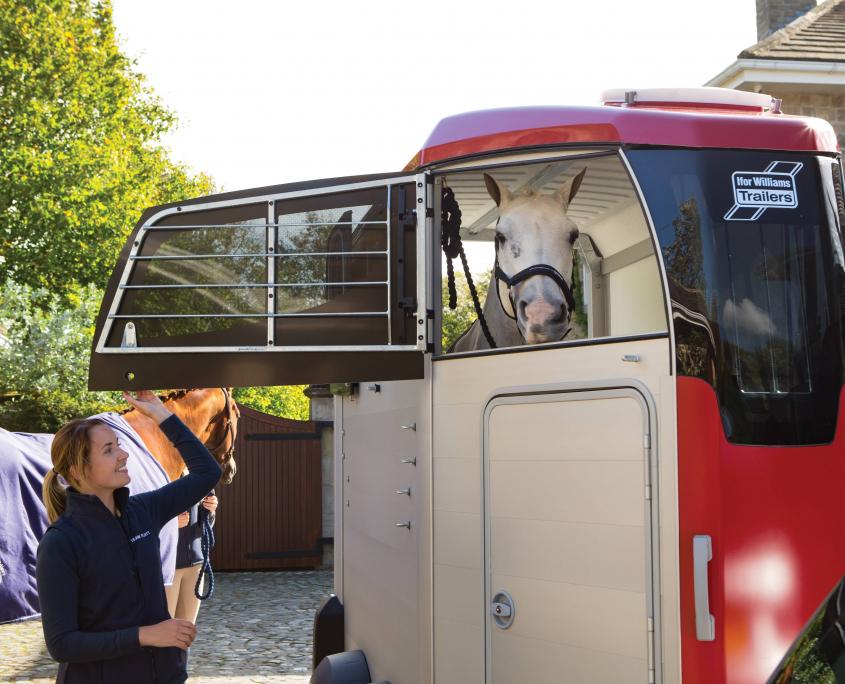 Horsebox_HBX_HBX403_Red_Front Top Door Opening_Stable yard
