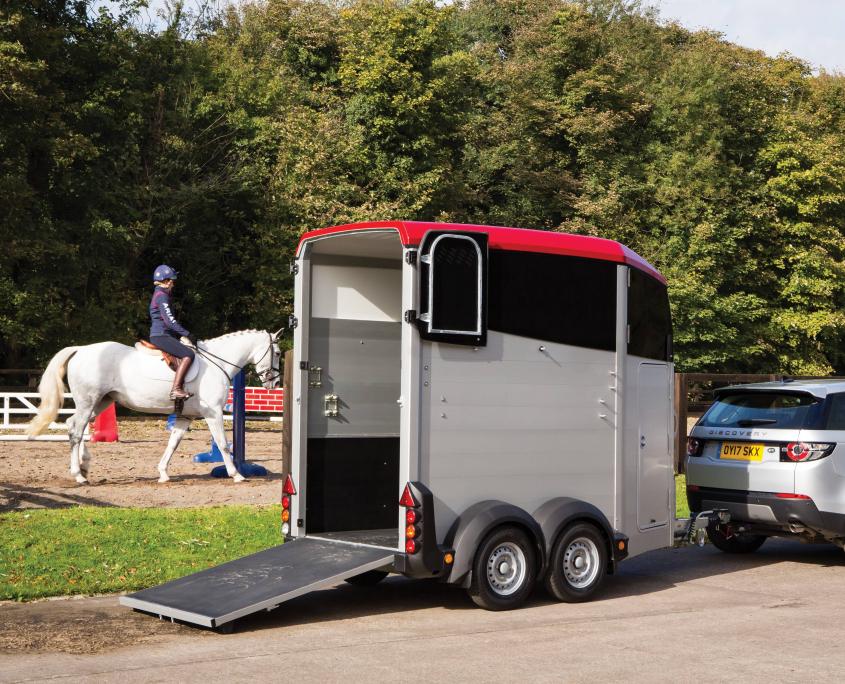 Horsebox_HBX_HBX403_Red_Rear Ramp Open_riding centre
