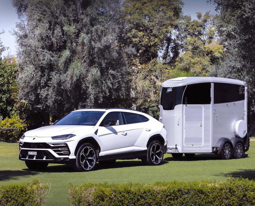 Horsebox_HBX_HBX506_Silver_alloy wheels_right hand front ramp_Lamborghini-22_outdoor location
