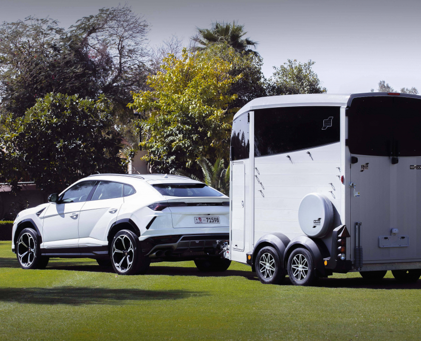 Horsebox_HBX_HBX506_Silver_alloy wheels_right hand front ramp_Lamborghini-5_outdoor location