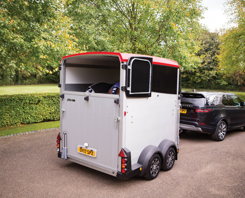 Horsebox_HBX_HBX511_Red_8 spoke diamond cut alloy wheels_Rear Top Doors Open_Driveway